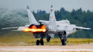 """МАКС-2021: Истребитель МиГ-31БМ - взлёт с """"огненными хвостами"""".  Отлёт с авиасалона."""