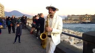 DANCE MONKEY    STREET SAX PERFORMANCE. Daniele Vitale Sax. Парень играет на саксофоне. #Stayhome
