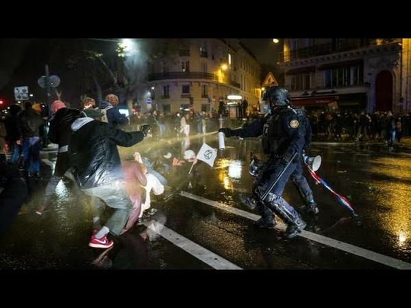 Les CRS tabassés au sol ce soir à Paris par les manifestants