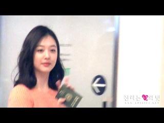 [FANCAM] 131025 f(Sulli) = Haneda Airport (for SMTOWN Concert)