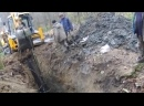 Экскаватор - погрузчик JCB 4CX работает в жидкой грязи.Cмотреть видео онлайн.