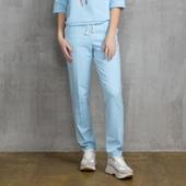 Спортивные штаны голубого цвета со стрелками