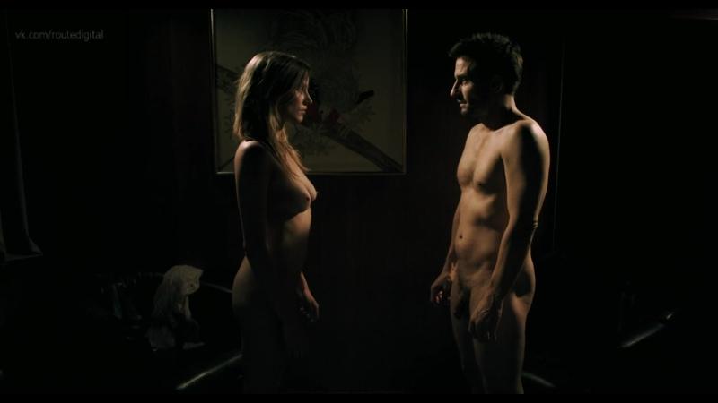 Isabel Burr  nackt