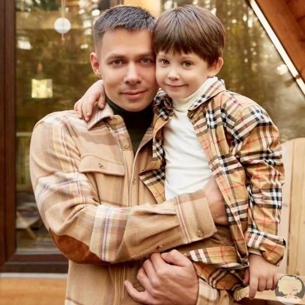 7-летнего сына Стаса Пьехи жестоко избили: он госпитализирован с многочисленными травмами Семья певца стала жертвой нападения со стороны соседей по коттеджному поселку. В результате сын Пьехи