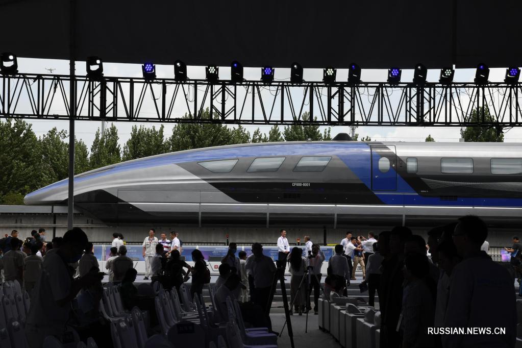 В Китае сошел с конвейера первый в мире поезд на магнитной подушке со скоростью движения 600 км/ч