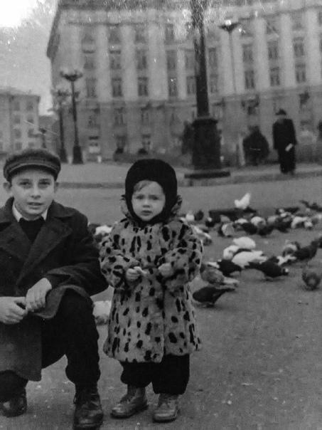 Дети на площади Революции в 1960 году. Больше 60 лет прошло ????  ????: В. Мартиросян Белгород