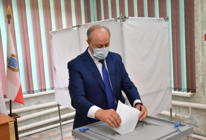 Губернатор Валерий Радаев проголосовал на выборах депутатов Госдумы и Саратовской городской Думы