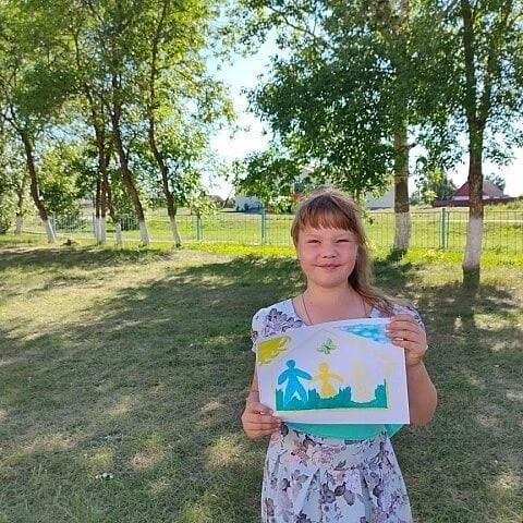 В сельских домах культуры продолжается конкурс детских рисунков, посвящённый Дню семьи, любви и верности