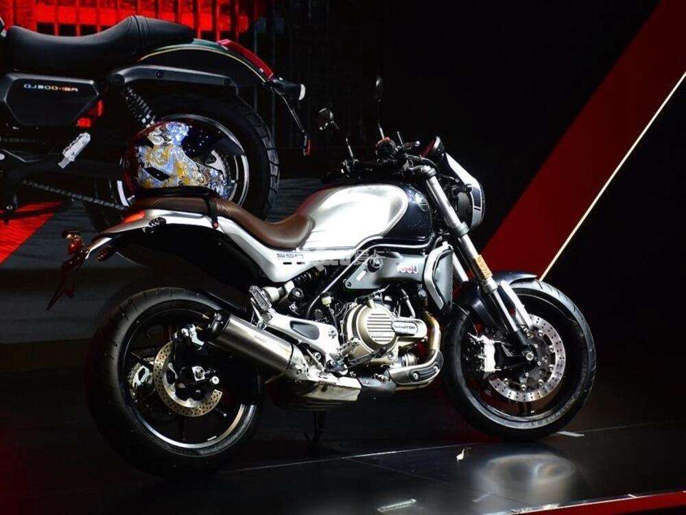 QJ Motor выпустили мотоциклы Yi 550 и Flash 300 в ретро стиле